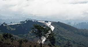 شيده قرويون عام 1971... فيديو لأحد أخطر الطرق الجبلية في العالم