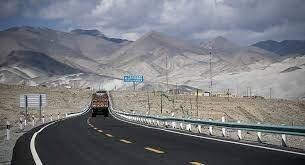 كيف تبدو القيادة على واحد من أخطر الطرق في الصين... فيديو