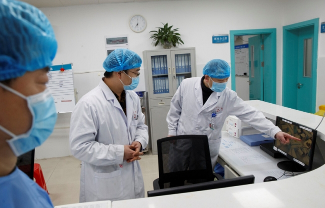 وسط ارتفاع حاد في أعداد الوفيات والإصابات.. الصحة العالمية تطالب العالم بالتأهب للفيروس القاتل