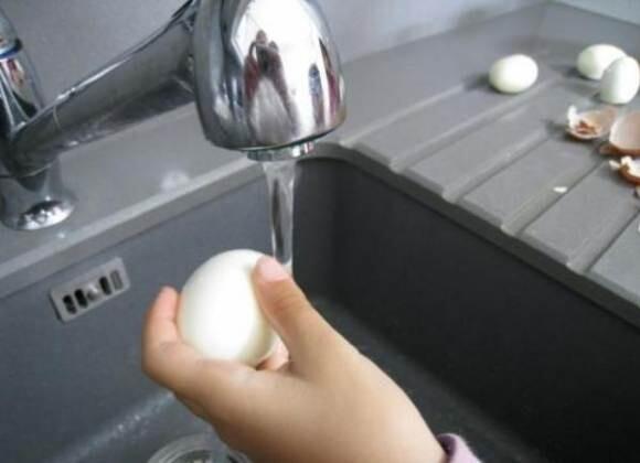 احذر غسل البيض قبل استخدامه.. وهكذا تُعقمه