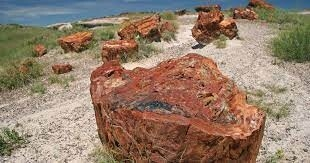 كيف تصدأ الصخور على الأرض وتتحول إلى اللون الأحمر؟