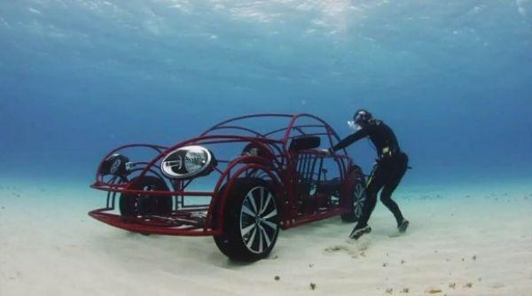 فولكس فاجن تنتج سيارة متنقلة مذهلة تأخذك برحلة بحرية لمشاهدة أسماك القرش... بالصور والفيديو