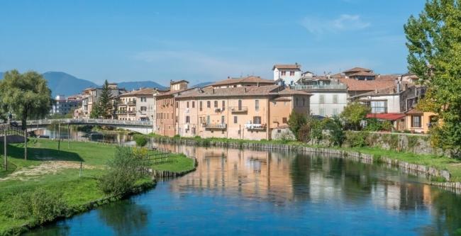 مدن إيطالية تعطي المال للعاملين عن بعد! تريد منهم القدوم إليها والسكن بمنازل جميلة، لكن وضعت شروطاً
