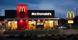 """كان مطعماً للشواء ثم أصبح عملاق الوجبات السريعة.. أسرار لم تعرفها من قبل عن مطاعم """"ماكدونالدز"""""""