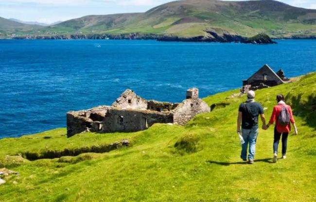 امرأة تعرض وظيفة في جزيرة أيرلندية نائية.. المهام سهلة، وكذلك الشروط