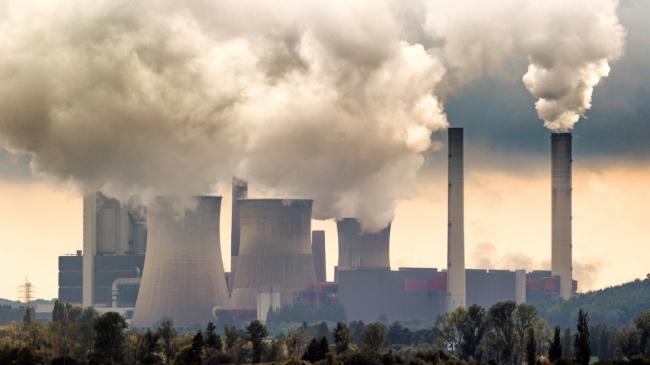 حلقة مفرغة من تدمير الذات البشرية: تعاظم الانبعاثات.. تفاقم الأحوال الجوية المتطرفة.. ارتفاع
