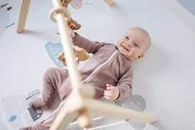 فضولي بطبعه وعليك التحدث معه بجدية.. لكن السؤال المحير: فيم يفكر الرضيع؟