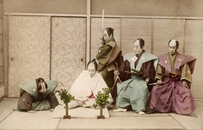 """: قتل النفس بالسيف حفاظاً على الشرف.. طقوس الـ """"هارا كيري"""" لدى الساموراي"""