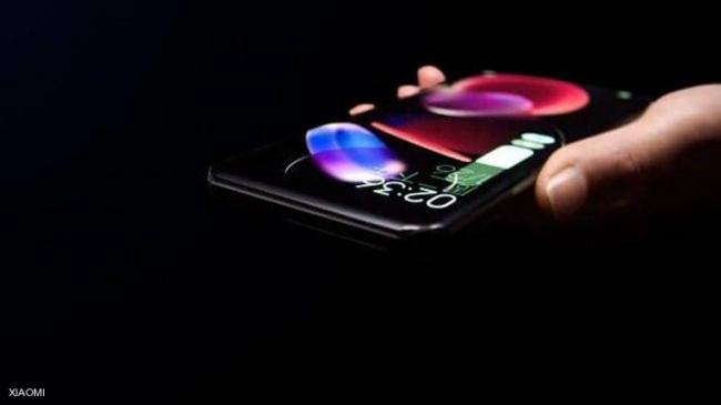 """بلا منافذ ولا أزرار.. شركة صينية تكشف """"الهاتف المذهل"""""""