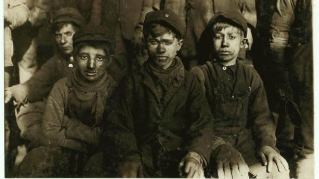 صور تعيسة أنقذت أطفال أميركا في القرن الماضي