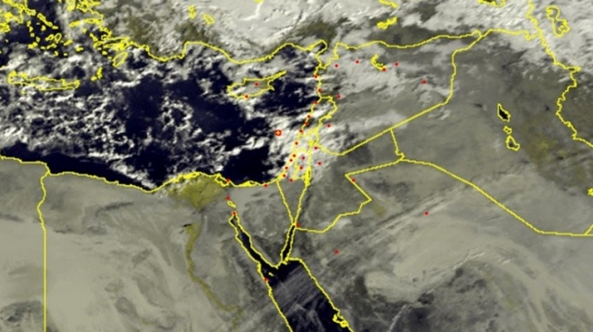 الأقمار الصناعية تظهر الغيوم الماطرة الوافدة صباح اليوم 4/1/2017