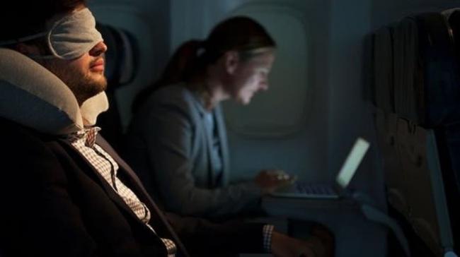 سبب مرعب وراء تعتيم الأضواء عند إقلاع وهبوط الطائرات!