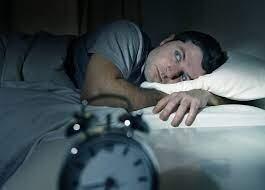 كم عدد ساعات النوم التي تحتاج إليها وفقا لسنّك؟