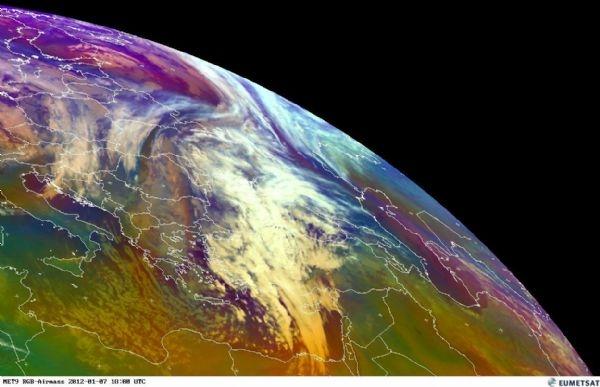 كميات هائلة من الغيوم تستعد للتوغل الى بلاد الشام