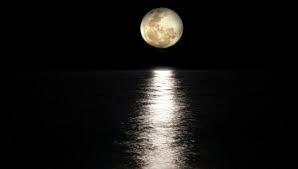 على غير المتوقع.. كيف يؤثر القمر على صحتنا؟