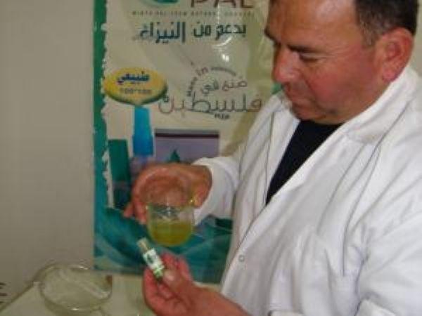 صنع في الخليل: عطرالمسيح وكمامة فلسطين