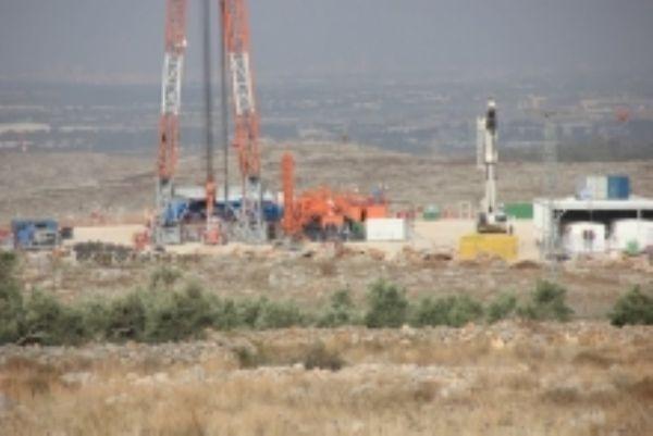 اكتشاف مليار ونصف برميل نفط و180مليار مكعب من الغاز في بئر رنتيس غرب رام الله
