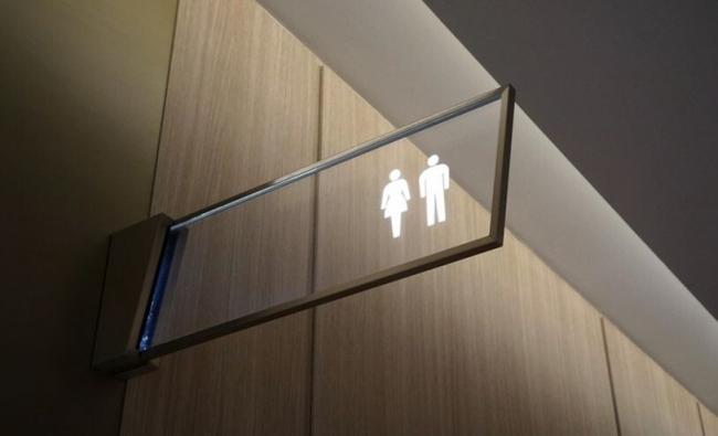 هل تستخدم الحمامات العامة؟.. احذر عند رفع السيفون هذا ما قد يصيبك
