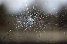 زجاج أقوى من الفولاذ... ابتكار يمكن أن يغير وجه الأرض