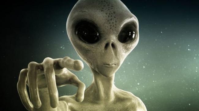 """عالم فلكي يزعم: كائنات فضائية ذكية ستغزو كوكب الأرض و""""تهز البشرية"""""""