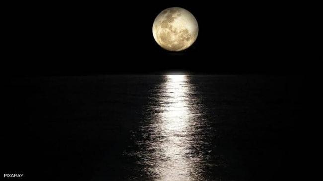 """دراسة تؤكد: هذه أسوأ الليالي عند الرجال بسبب """"القمر"""""""