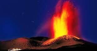 بعد 7 أشهر من النشاط.. بركان جبل إتنا الإيطالي يستمر في الارتفاع إلى طول غير مسبوق
