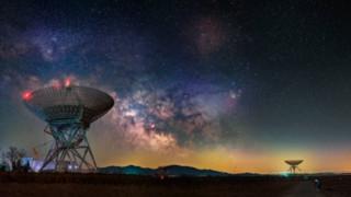 """أضواء غامضة في السماء قد """"تخفي"""" حدثا فضائيا غير مكتشف"""