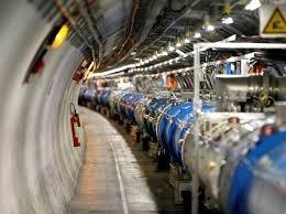 علماء المصادم الهادروني الكبير يحاولون توليد ثقب أسود صغير