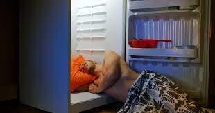 من بينها تبريد الجوارب في الثلاجة.. 8 طرق بسيطة ستساعدك على النوم أثناء موجة الحر