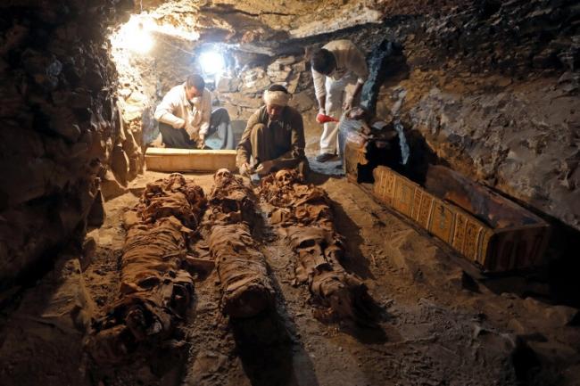 """""""لعنة الفراعنة"""" تطارد أسبوع الكوارث في مصر"""