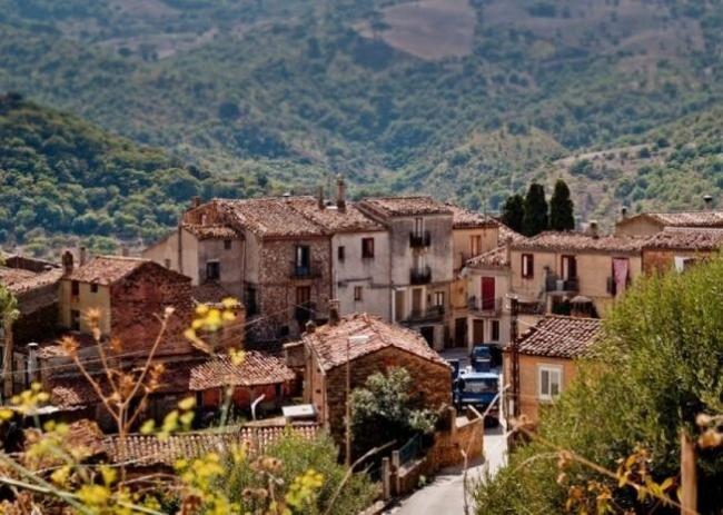 قرى إيطالية تدفع 33 ألف دولار لثلاث سنوات لمن ينتقل للعيش فيها