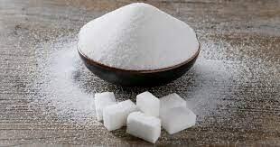 منها اللبن السائل.. أطعمة لا تتوقعها تحتوي على السكر