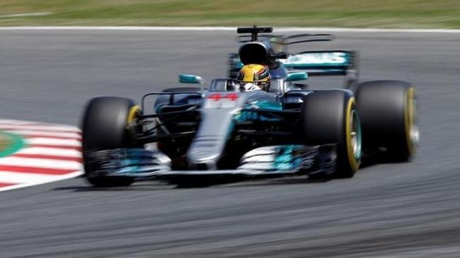 """لويس هاميلتون يتوج ببطولة العالم للـ """"فورمولا 1"""" للمرة الـ4"""